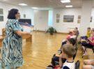 Ребята из школьного лагеря в Детской библиотеке