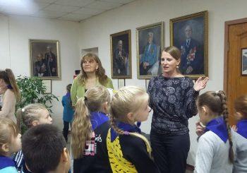 В ЦГБ им. И.Ф. Горбунова для воспитанников летнего лагеря Школы № 8 провели творческую встречу