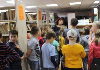 Воспитанники летнего лагеря СОШ № 8 посетили Детскую библиотеку с экскурсией